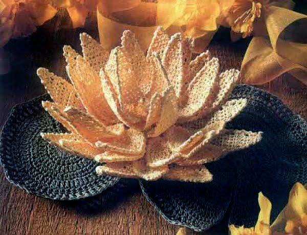 Nilüfer çiçeği örgüsü